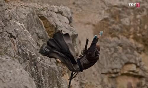 Uyanış: Büyük Selçuklu 6. bölüm özet. Yorgos Sencer'i uçurumdan atıyor