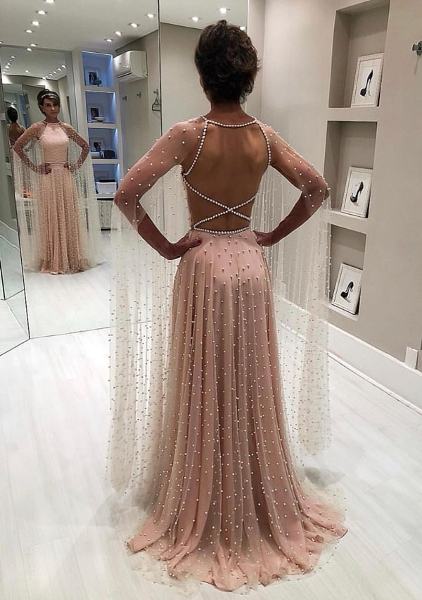 vestido longo rosa bordado com pérolas