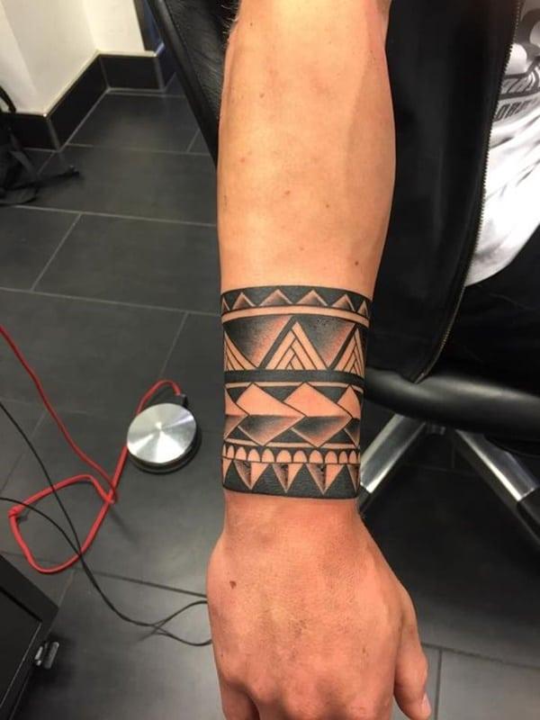 precioso tatuaje de pulsera