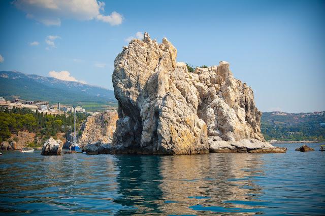 Адалары скалы в Черное море, Крым, Гурзуф