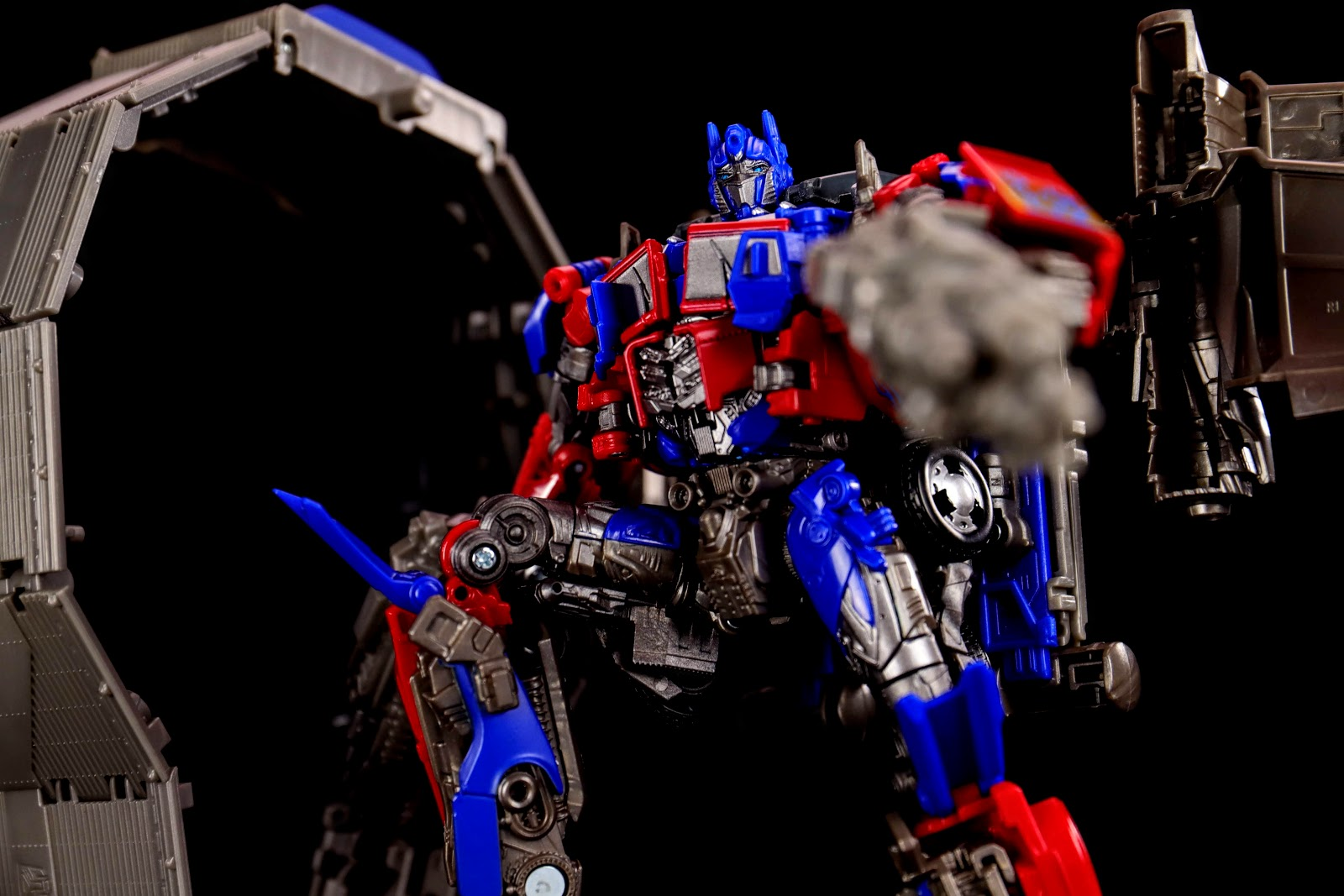 Studio Series 44 Leader Class Optimus Prime (Dark of the Moon)