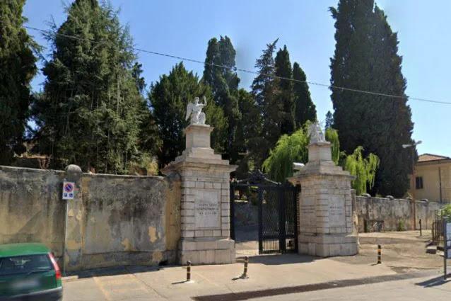 """Sezze (Lt): Sesso e droga nel cimitero: """"Ai festini hard politici, medici e forze dell'ordine"""""""