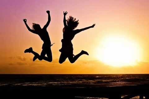 जिंदगी में हमेशा खुश रहने के लिए 10 बेहतरीन उपाय