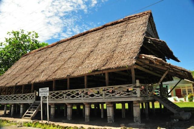 Rumah Adat Provinsi Maluku ( Rumah Baileo )