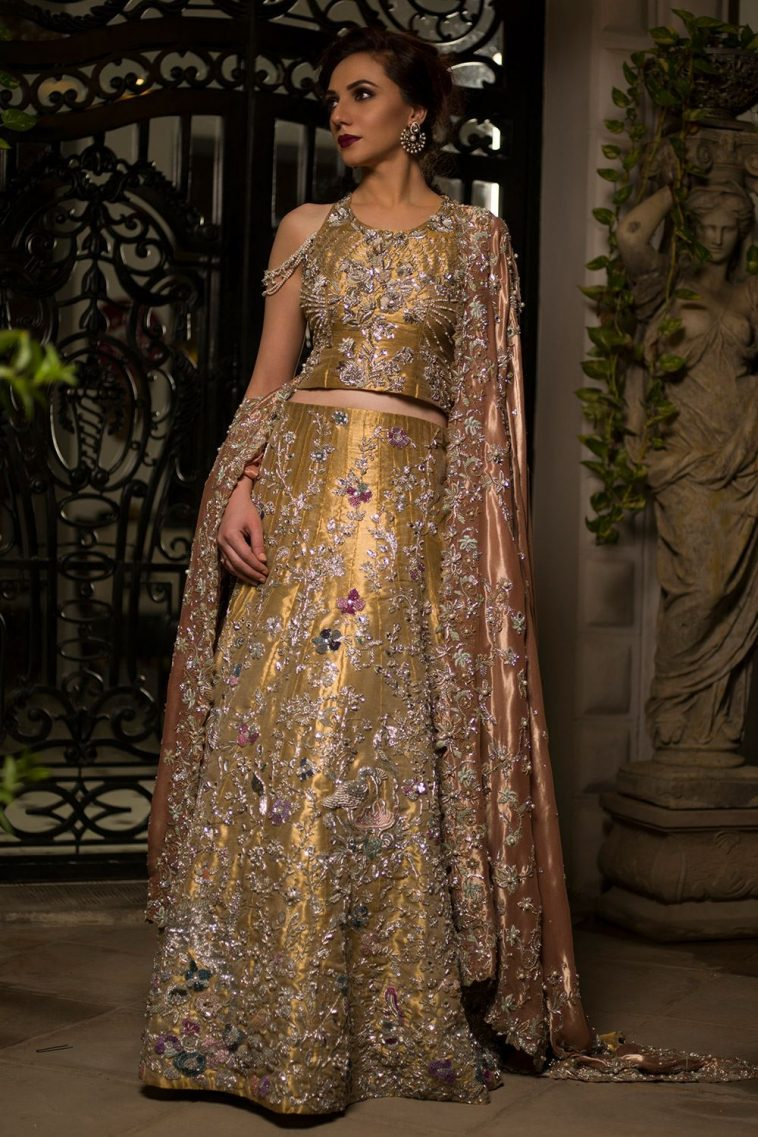 This beautiful Pakistani bridal dress is available at a reasonable price by Nida Azwer Barat dresses online