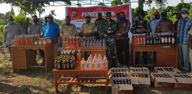 Satgas TNI-Polri Musnahkan 1.034 Botol Miras Di Sarmi Papua