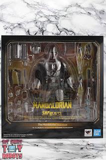 S.H. Figuarts The Mandalorian (Beskar Armor) Box 01