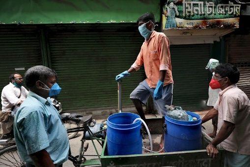 India registra récord de contagios diarios de Covid-19