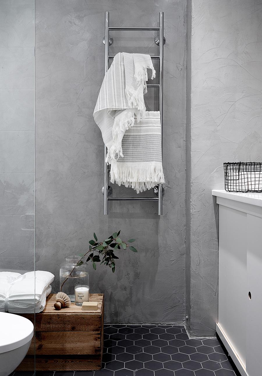 szara minimalistyczna łazienka