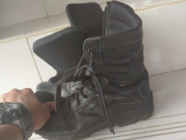Ini Sepatu yang Diperkarakan Petugas Damkar Depok 'Pembongkar Korupsi'