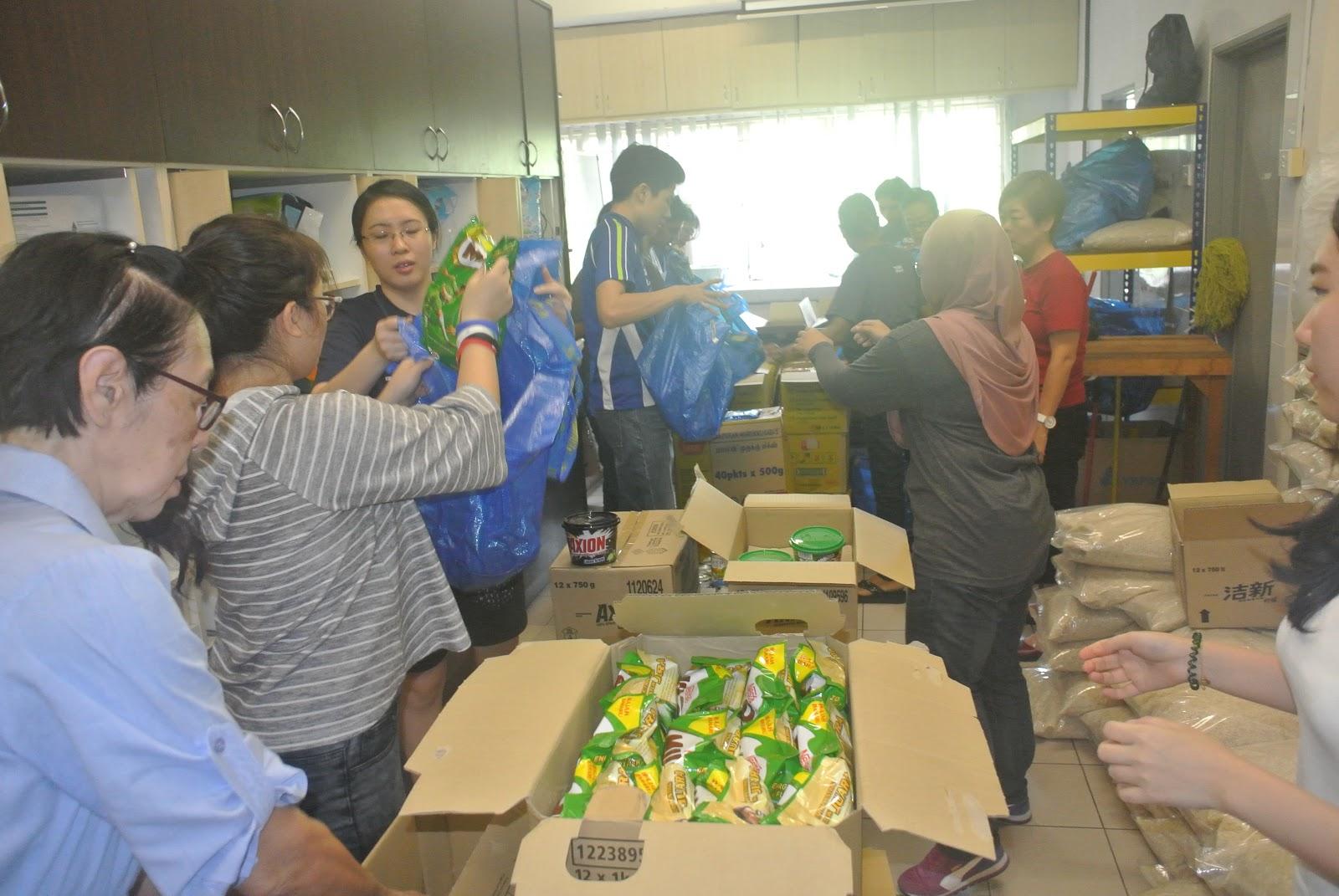 Astro Kasih and KPMG Volunteers in Deepavali Food Distribution