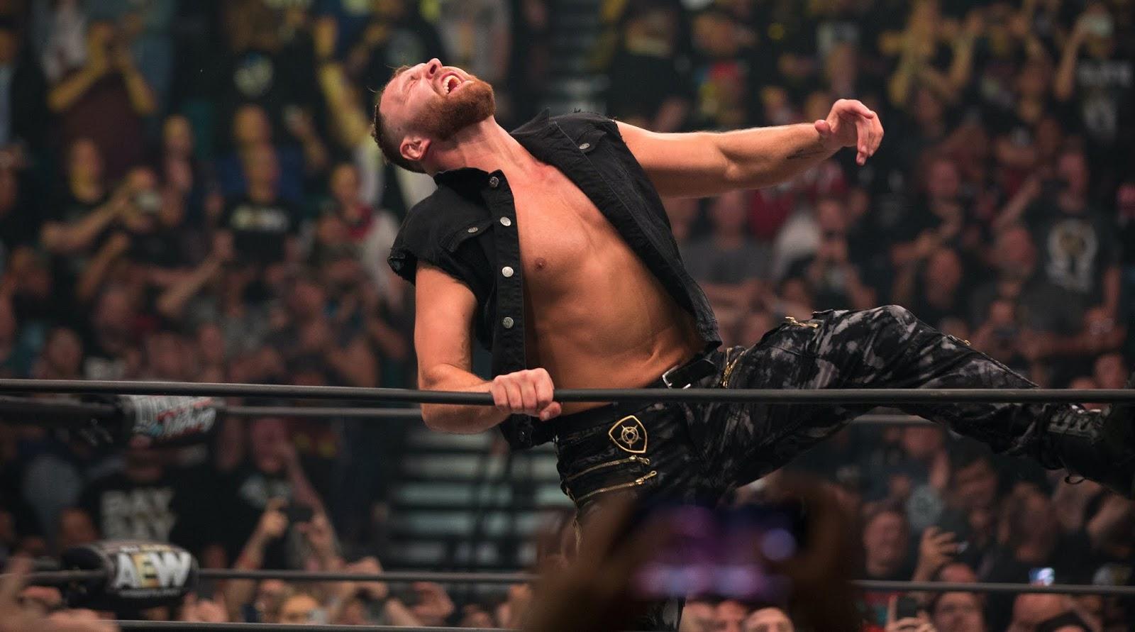 Fã tenta atacar Jon Moxley durante o AEW All Out