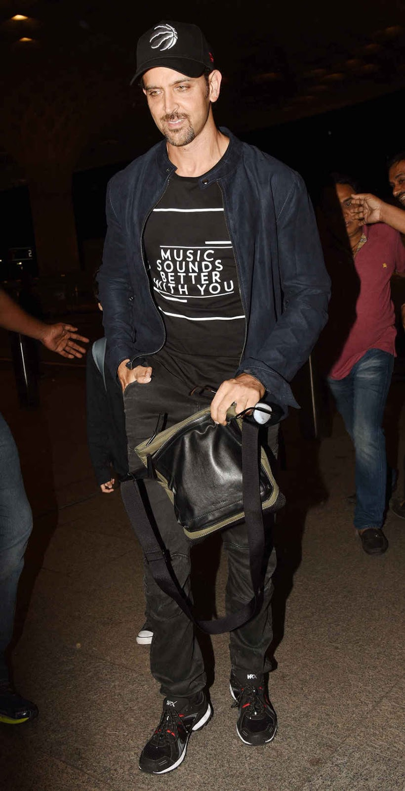 Hrithik Roshan Snapped at Mumbai Airport