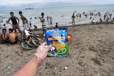 Plastic trash on the beaches of Cebu