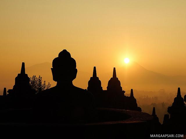 Sunrise Borobudur dari Hotel Manohara