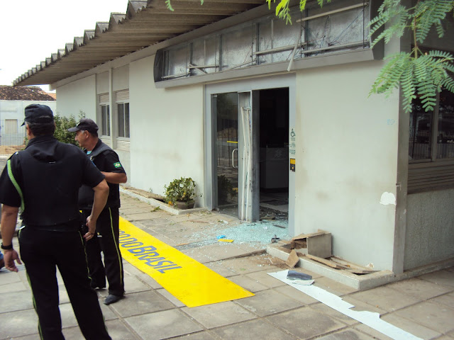 Resultado de imagem para imagens do banco de jatauba explodido