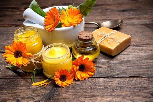 La crème maison à la cire d'abeille pour atténuer les cicatrices et les blessures