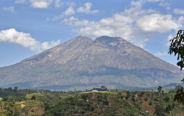 Pamatan Lombok, Kota yang Hilang Akibat Letusan Gunung Samalas (Rinjani Tua)