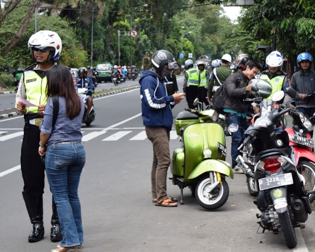 Razia kelengkapan surat kendaraan motor