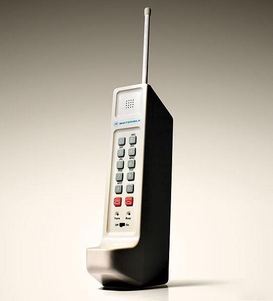 История появления телефона: мобильные от Motorola