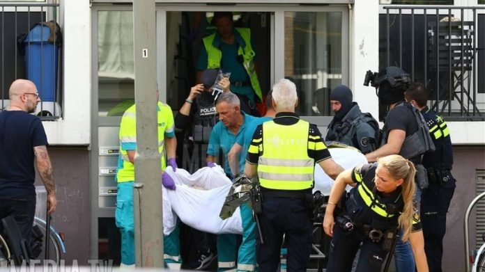Ολλανδία: Φώναζε «Αλάχ ακμπαρ» και επιτέθηκε με τσεκούρι σε αστυνομικό σκύλο
