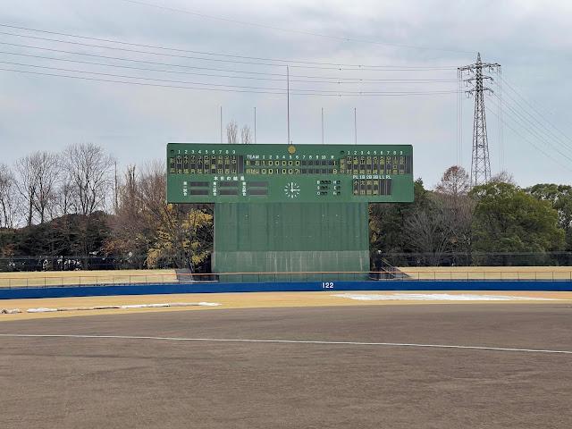 「球詠」の聖地・越谷市民球場のダッグアウトが見学できます! (@ 越谷市民球場 in 越谷市, 埼玉県)