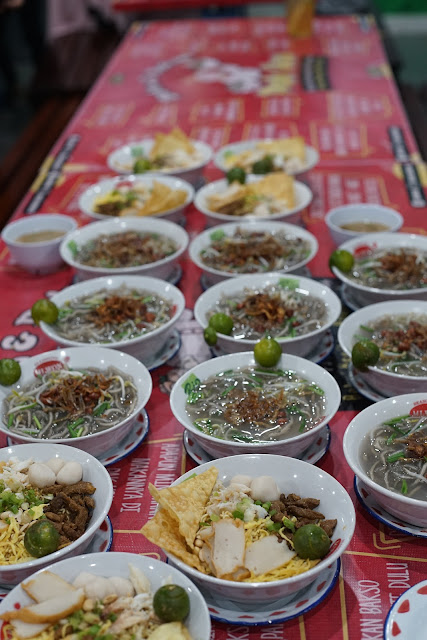 """Bakso & Bakmi Orang Pontianak | Enak dan Berbumbu (Tasty & Spicy)"""