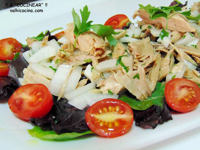 Ensalada de brotes tiernos y melva o atún