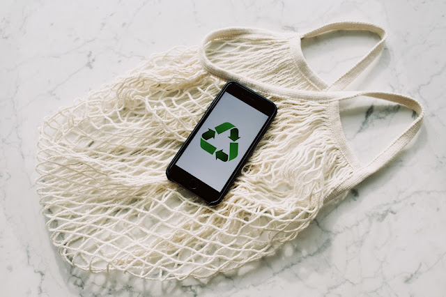 eco friendly shopping bag with recycle symbol on phone