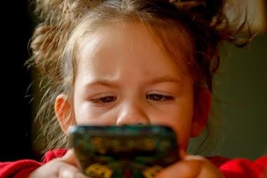 Efectos positivos y negativos de las redes sociales en estudiantes sordos