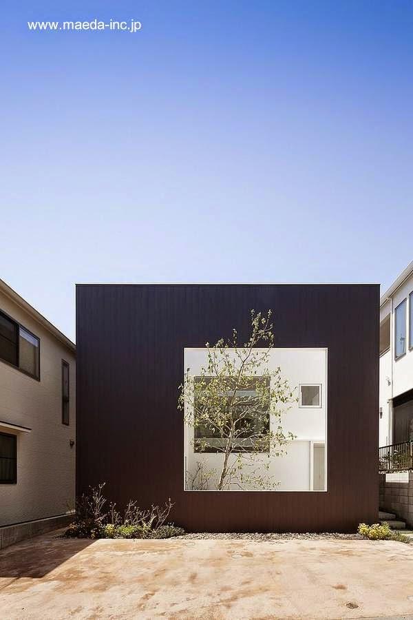 Fachada minimalista con ventana en Hiroshima, Japón 2012