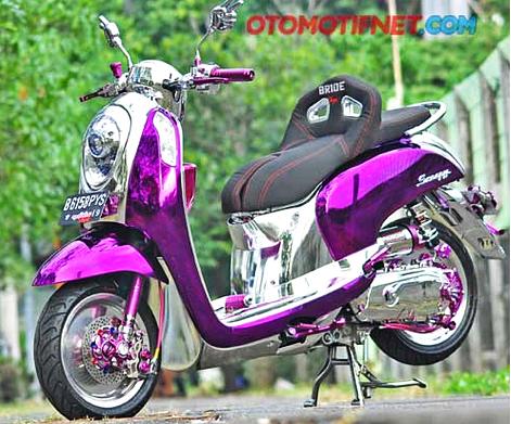 Modifikasi Motor Honda Scoopy Bergaya Unyu-Unyu Full Chrome