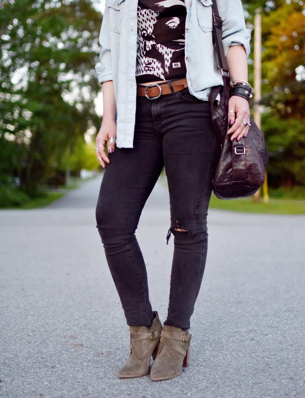 Monika Faulkner outfit inspiration - graphic top, chambray shirt, black skinny jeans, olive suede ankle boots