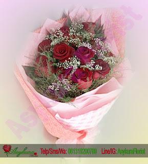 bunga tangan mawar merah