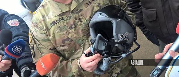 США передали Україні 100 шоломів для пілотів (ВІДЕО)
