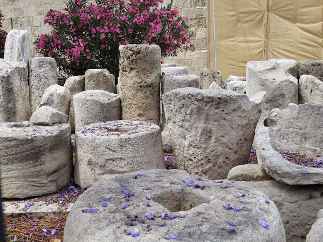 1 Week in Cyprus Itinerary: old Roman column fragments at Limassol Castle