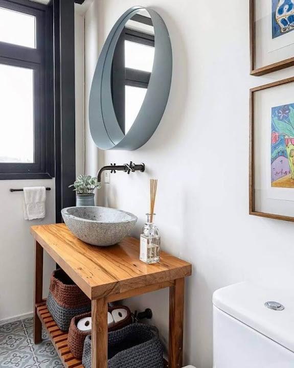 Simple bathroom decoration with modern round mirror