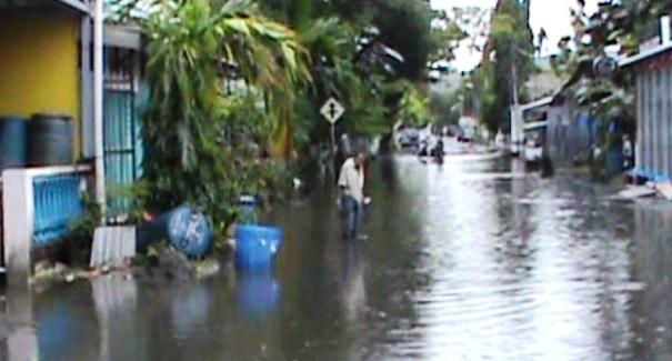 Air Hujan Rendam Sejumlah Ruas Jalan Dan Pemukiman Warga Benteng Selayar