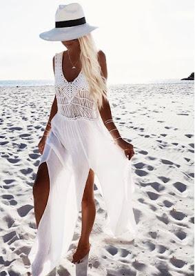 O biquíni branco, peça clássica e que nunca está fora de moda.