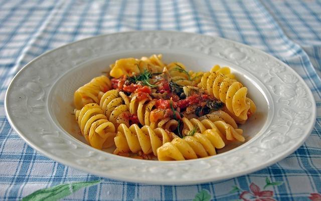 Fusilloni, receta típica de pasta italiana con almendras