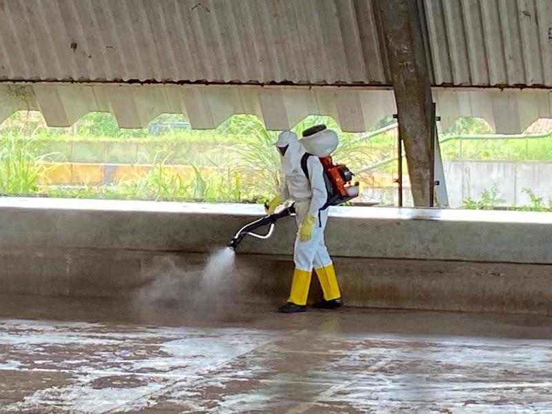 Prefeitura de Pedreiras continua trabalhos de sanitização em prédios públicos.