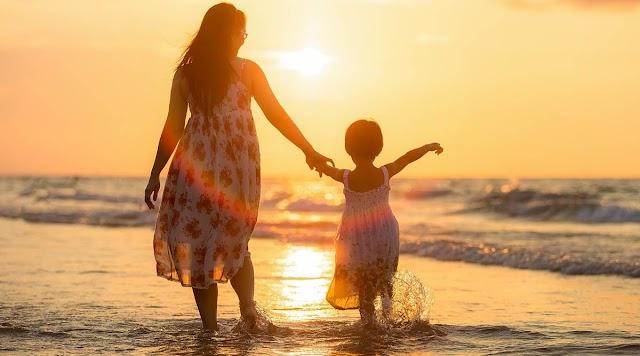 Happy Daughter's Day 2020 : क्यों बेटी दिवस मनाना है जरूरी ? जानें इसका इतिहास, महत्व