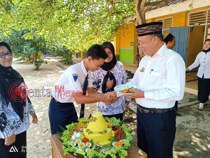 Peringatan HGN SMPN 3 Bunga Mayang Diwarnai Pemotongan Tumpeng