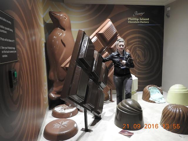 BIG Chocolate Bar in Phillip Island | Australian BIG Things