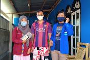 PMII Mataram Sisir Kebon Sari Bagikan Masker .