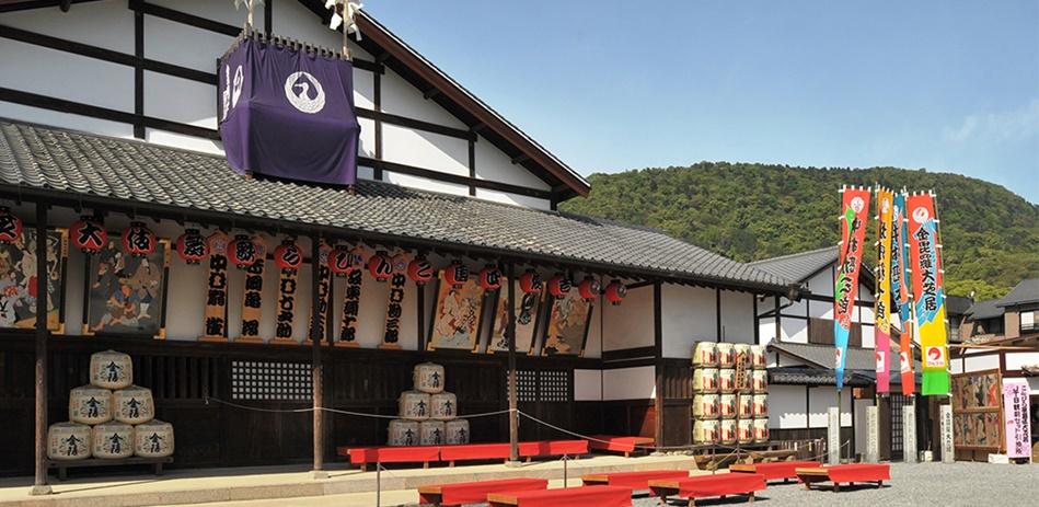 โรงละครคาบุกิคานามารุซะ (Kanamaruza Kabuki Theater: 金丸座)