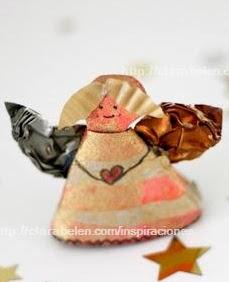 http://clarabelen.com/inspiraciones/3217/manualidades-de-navidad-angelitos-hechos-con-tubos-de-carton-y-capsulas-de-cafe/