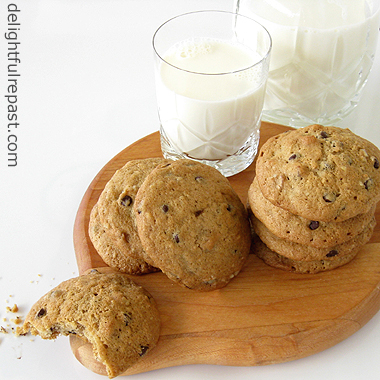 Chocolate Chip Cookies - Gluten-Free or Not, Your Choice / www.delightfulrepast.com