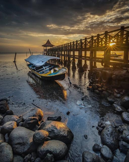 perahu nelayan pantai bentar