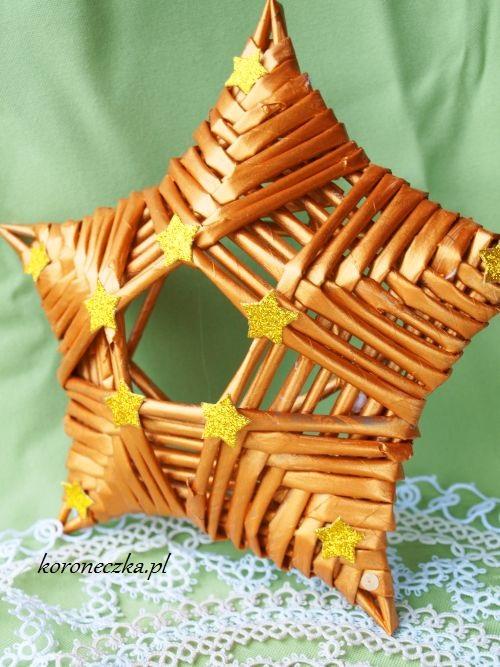 Złota gwiazdka z papierowej wikliny